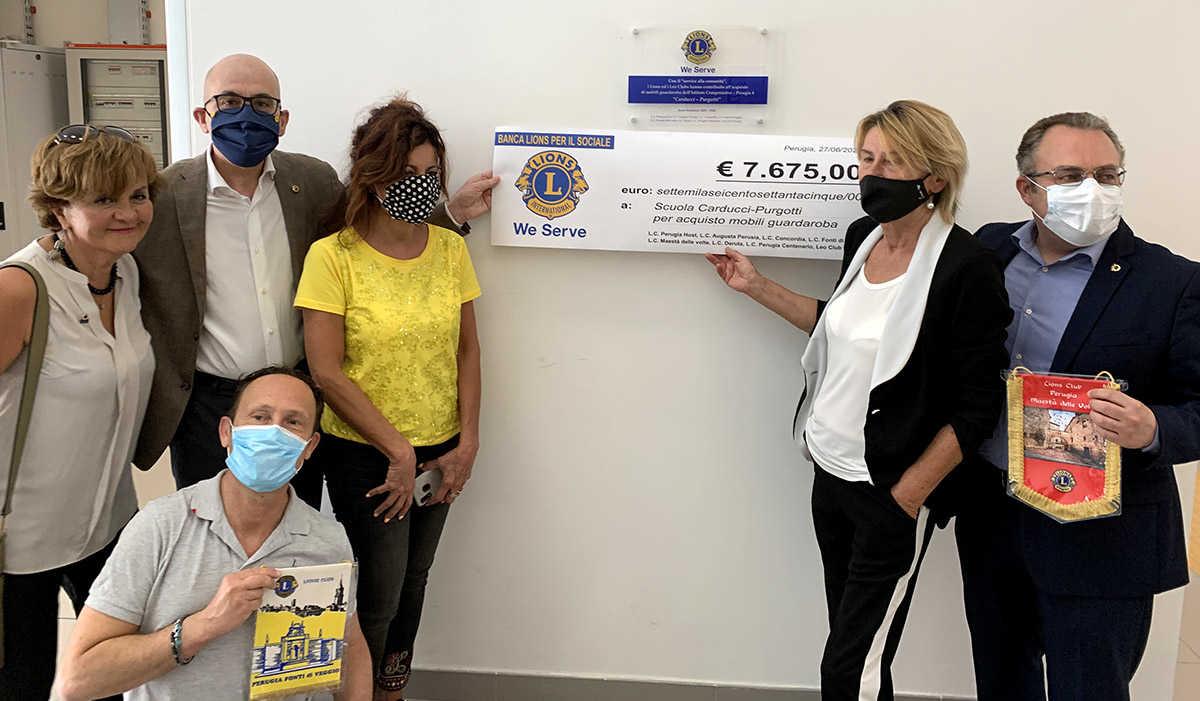 lions perugia donazione locker scuola Carducci-Purgotti